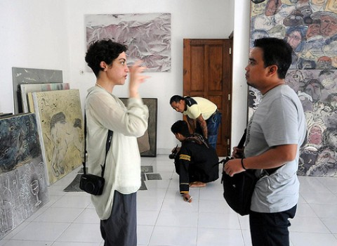 Agung Hujatnika and Sarah Rifky in their visit to Barak Seni-photo by Arief Sukardono